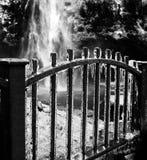 Carámbanos en la cerca del hierro Foto de archivo libre de regalías