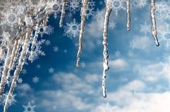 Carámbanos y copos de nieve del invierno de la textura del fondo Imágenes de archivo libres de regalías