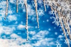 Carámbanos y copos de nieve del invierno de la textura del fondo Foto de archivo libre de regalías
