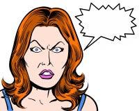 Caráter cômico do pop art do ruivo irritado com bolha da gritaria e fundo branco Fotos de Stock