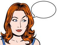 Caráter cômico do pop art do ruivo que olha lateralmente com fundo do branco da bolha do discurso Foto de Stock