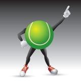 Caráter da esfera de tênis que golpeia um pose Fotografia de Stock