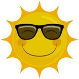 Caráter de sorriso feliz de Sun com óculos de sol Foto de Stock Royalty Free