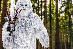 Caráter do conto de fadas do abominável homem das neves na foto exterior da fantasia da floresta do inverno Imagem de Stock Royalty Free