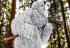 Caráter do conto de fadas do abominável homem das neves na foto exterior da fantasia da floresta do inverno Foto de Stock
