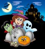Caráteres de Halloween antes da mansão Fotografia de Stock