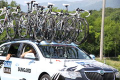 Car with bikes on the roof Royalty Free Stock Images