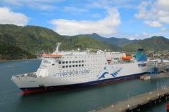 Car-ferry d'Interislander dans le port de Picton photos stock