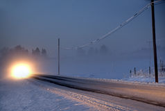Car in foggy winter evening Royalty Free Stock Photos