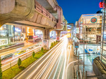 Car light movement in Bangkok. BANGKOK - AUGUST 8: Movement of car light on traffic road at Siam Square shopping center in Bangkok under twilight evening sky Royalty Free Stock Photos