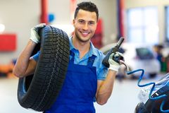 Car mechanic changing tires. In workshop Royalty Free Stock Photos