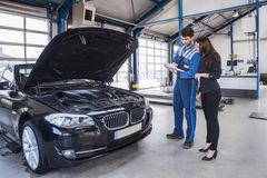 Car mechanic and customer Royalty Free Stock Photography