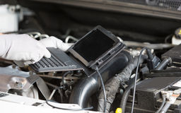 Car mechanic with a tablet Royalty Free Stock Photos