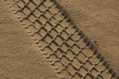 The  car  path in sand Royalty Free Stock Photos