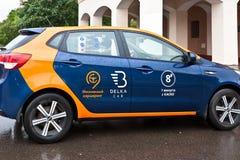 Car sharing sulla via Fotografie Stock Libere da Diritti