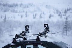Car with ski rack on top Royalty Free Stock Photos