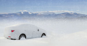 Car in snow Royalty Free Stock Photos