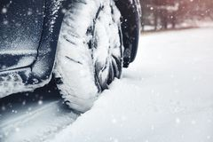 Free Car Tires On Winter Road Covered With Snow Stock Photo - 129849790
