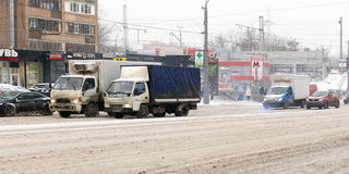 Car traffic during the snowfall in the Moscow Royalty Free Stock Photos