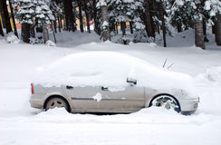 Free Car Under Snow Stock Images - 12951554