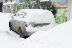 Car under snow in the city Royalty Free Stock Photos
