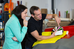 Car wrapping specialist consulting client about vinyl films Royalty Free Stock Photos