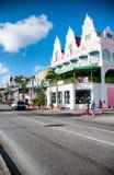 (Caraïbisch) Aruba - Huisbuitenkanten in Oranjestad stock foto