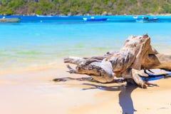 Caraïbisch strand met vissersboten bij Playa-La Ensenada, Dominic royalty-vrije stock afbeelding