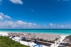 Caraïbisch strandlandschap in Cayo Santa Maria Cuba stock foto's