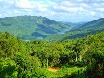 Caraïbisch Tropisch landschap bij het Eiland van Cuba royalty-vrije stock foto