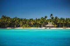 Caraïbisch wild strand, Punta Cana stock afbeeldingen
