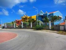 Caraïbische flatgebouwen met koopflatscuracao Nederland Antillen Stock Foto