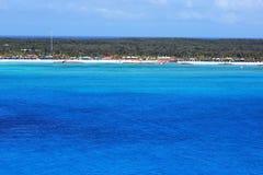 Caraïbische oceaan van prachtige blauw Royalty-vrije Stock Foto's