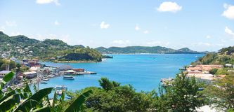Caraïbische overzees - het eiland van Grenada - Heilige George ` s - Binnenhaven en Duivelsbaai stock foto's