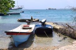 Caraïbische overzees, toeristenboten en het jacht Stock Foto's
