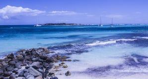 Caraïbische St Maarten strandkustlijn Stock Foto