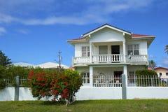 Caraïbische villa in Caraïbisch Tobago, Stock Afbeeldingen