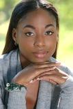 Cara africana de la mujer: Sonrisa y feliz Imagen de archivo libre de regalías