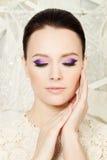 Cara bonita Mujer con maquillaje brillante Fotos de archivo libres de regalías