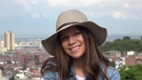 Cara bonita y sonrisa de la muchacha adolescente Imagen de archivo libre de regalías