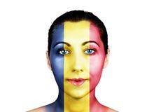 Cara con la bandera de Rumania Fotos de archivo libres de regalías