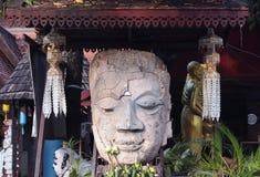 Cara da Buda do sorriso em um templo fotos de stock