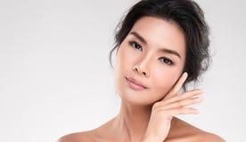 Cara da jovem mulher do close up com pele limpa imagens de stock royalty free