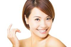 Cara da jovem mulher do close up no fundo branco imagem de stock royalty free