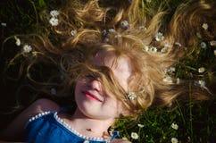 Cara da menina com o retrato longo do cabelo louro imagem de stock royalty free
