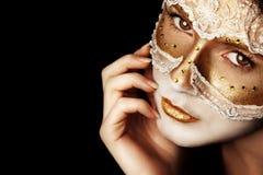 A cara da menina pensativa em uma máscara Imagens de Stock Royalty Free