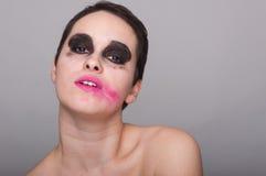 Cara da mulher com batom cor-de-rosa manchado foto de stock royalty free