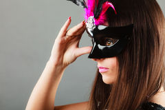 Cara da mulher com máscara do carnaval fotografia de stock