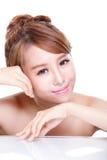 Cara da mulher da beleza com reflexão de espelho Imagens de Stock
