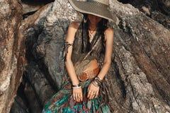 Cara da tampa da jovem mulher do estilo de Boho com chapéu Fotos de Stock